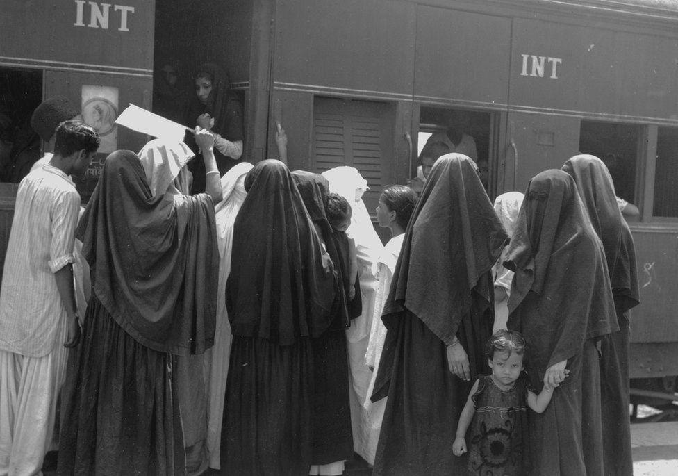 Muslim women board a train in Delhi to travel to Pakistan on 7 August 1947