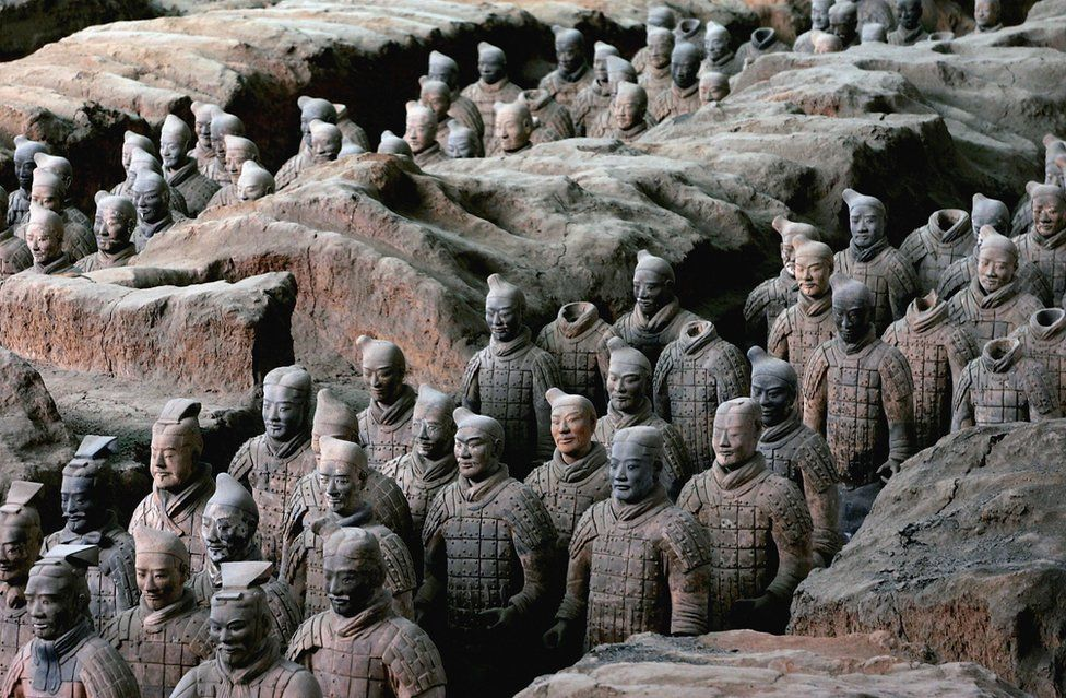A picture showing the terracotta warriors, one of the world's Eight Wonders