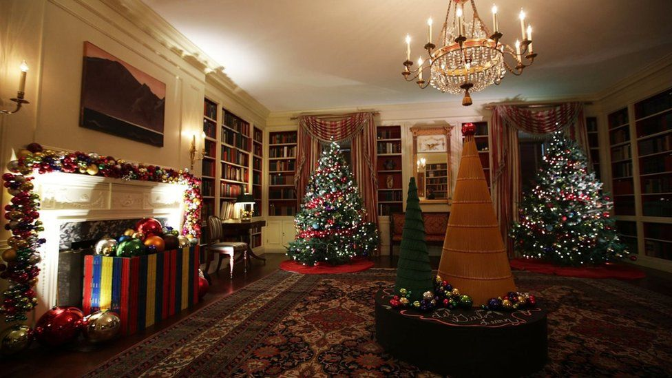 Holiday decorations are seen in the library of the White House November 29, 2016 in Washington, DC