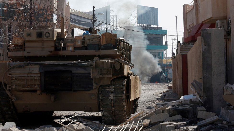 An Iraqi special forces tank destroys a suicide car bomb in eastern Mosul (16 January 2017)