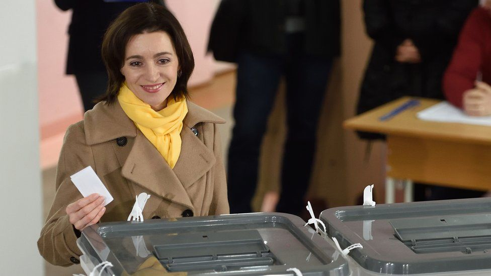 Moldova presidential candidate Maia Sandu casts her vote at a polling station in Chisinau, 13 November 2016.