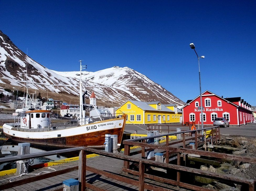A harbour scene with colourful houses