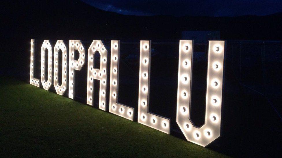 Loopallu sign