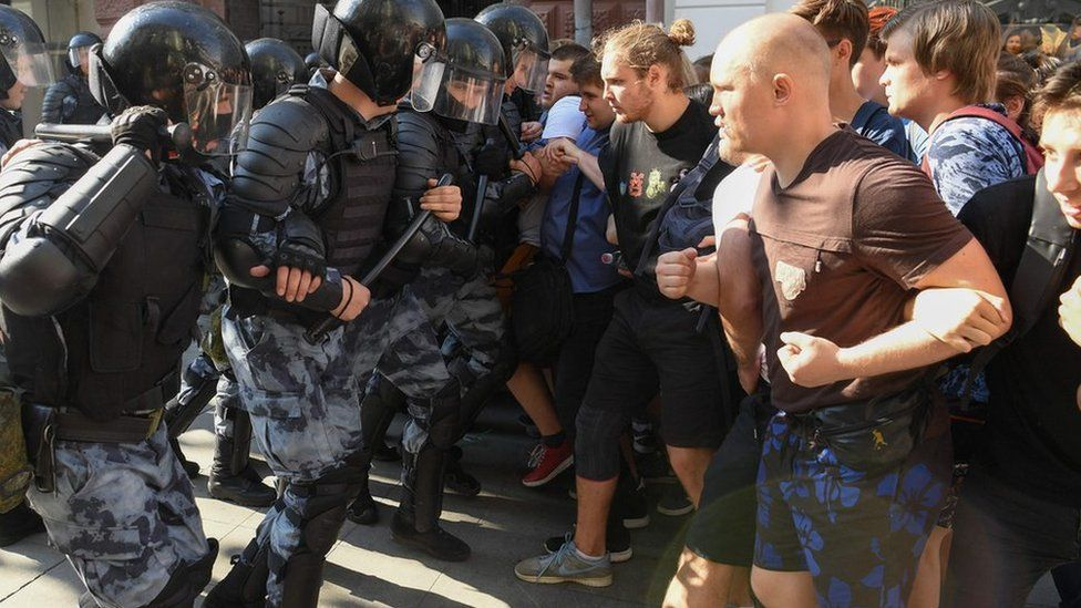 Russia protests: Hundreds detained during unauthorised