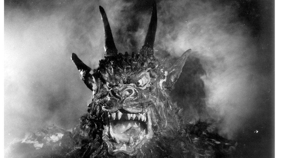 Oedd Gareth yn cuddio tu ôl i'r glustog tra'n gwylio 'Night of the Demon'?