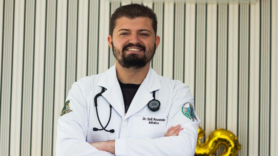 The Good Doctor da vida real: conheça o jovem com autismo que se formou em medicina
