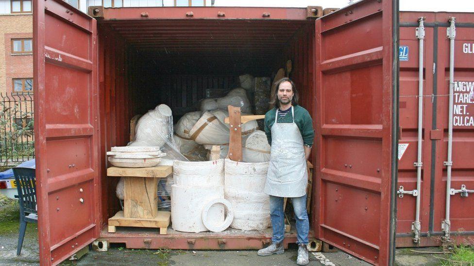 Sculptor Nick Evans