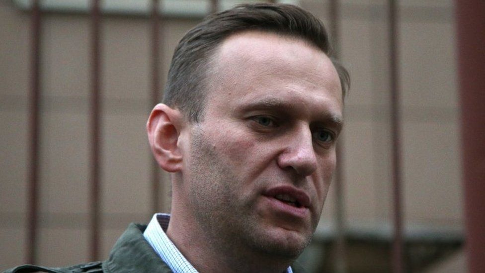 Russian opposition leader and anti-corruption blogger Alexei Navalny speaks during break of an administrative hearing, at Simonovsky district court in Moscow (02 October 2017)