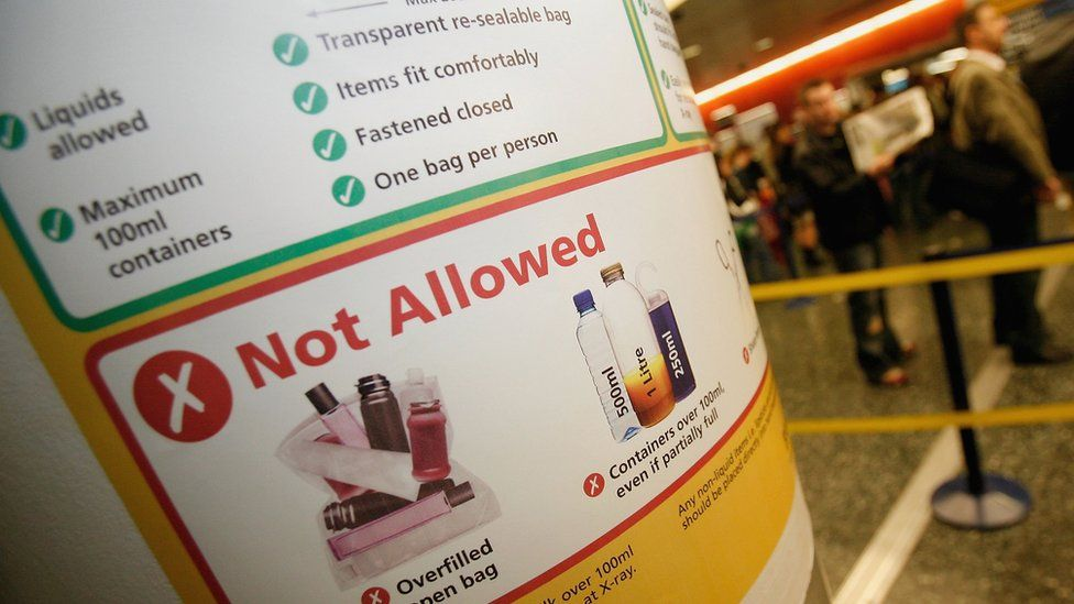 Airport poster explaining restrictions on carrying liquids