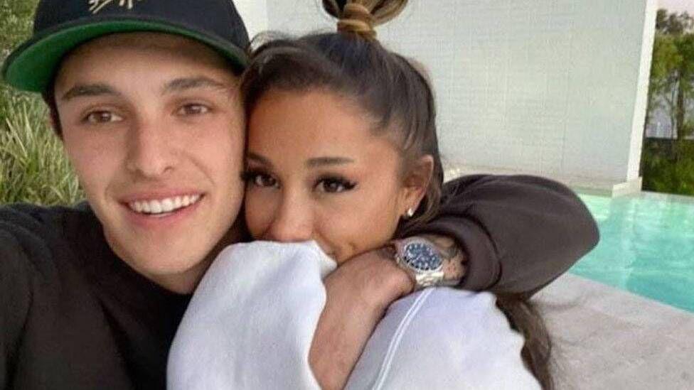 Ariana Grande marries Dalton Gomez in 'intimate' ceremony - BBC News