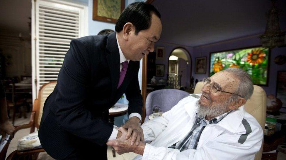 Cuba's former leader Fidel Castro, right, shakes hands with Vietnamese President Tran Dai Quang, left, in Havana, Cuba, Tuesday, Nov. 15, 2016.