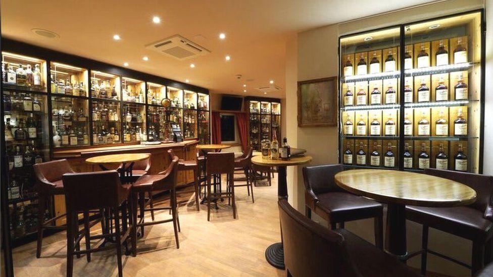 Hotel Waldhaus Am See whisky bar