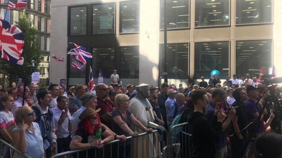 Crowd outside Old Bailey