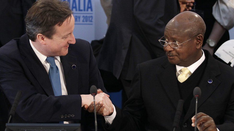 British Prime Minister David Cameron (l) shakes hands with President of Uganda Yoweri Museveni during the Somalia Conference at Lancaster House on February 23, 2012 in London