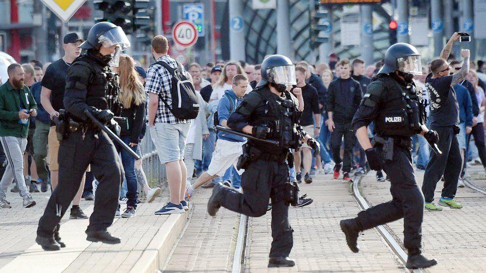 Police run through Chemnitz, 26 August