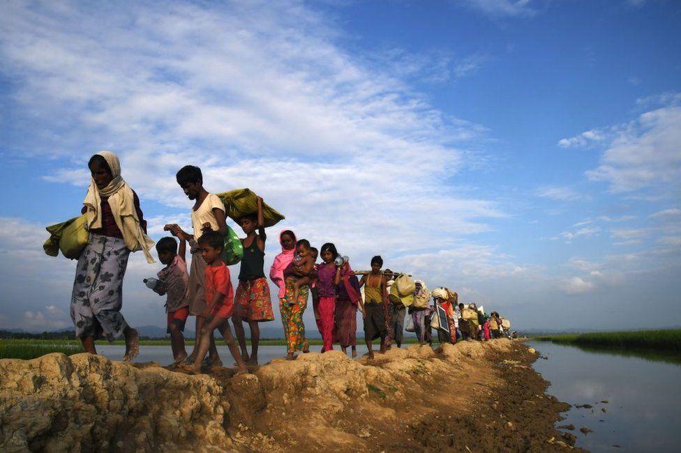 Rohingya refugees cross into Bangladesh from Myanmar