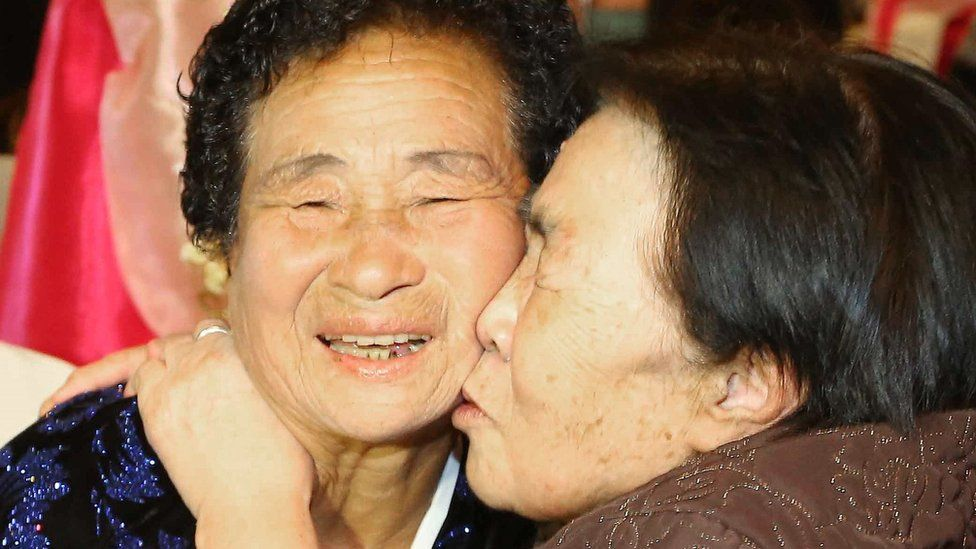 South Korean Cho Soon-Jeon (R), 83, rubs faces with her North Korean sister Gwi-Nyeo (L), 75, during a family reunion event in North Korea (24 October 2015)