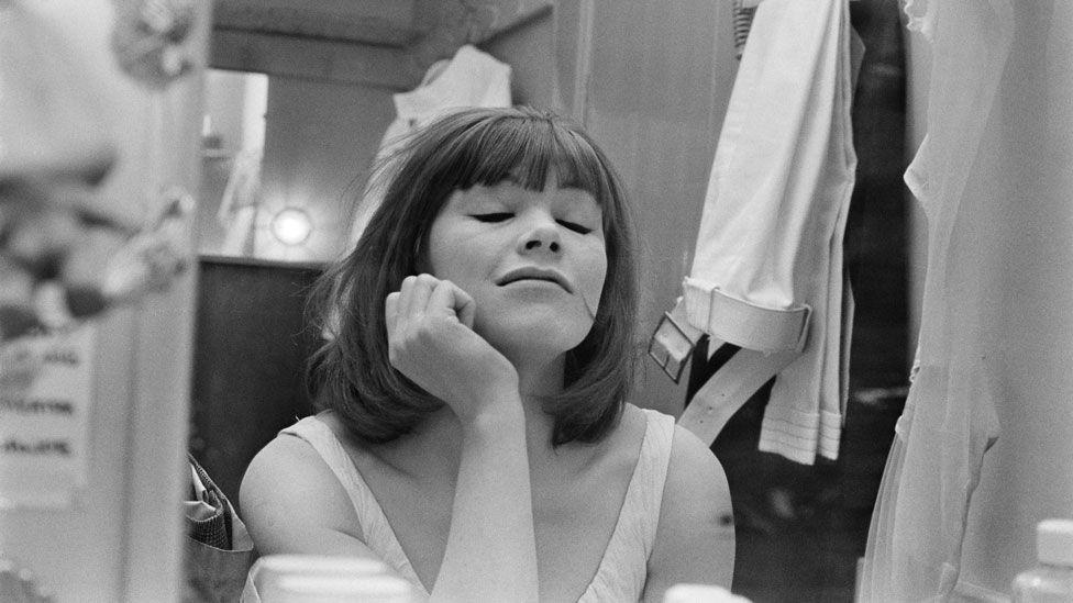 Glenda Jackson in her Broadway dressing room in 1996