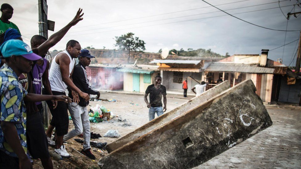 Protesters set up a barricade in the Nstara district of Libreville on September 1, 2016
