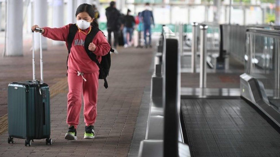 A girl wearing a facemask crosses from mainland China to Hong Kong. Photo: 8 February 2020