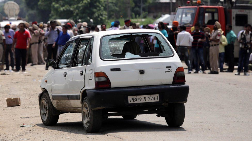 A car used by alleged militants is seen with smashed windows outside the police station where an exchange of fire between Indian armed forces continued with them inside the station at Dinanagar in Gurdaspur, India, 27 July 2015.
