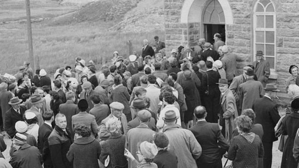 A large congregation attended the last ever service held at Capel Celyn's chapel on 28 September 1963. The last wedding had taken place in the chapel a fortnight before