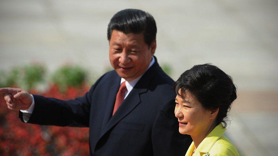 South Korean President Park Geun-Hye (R) and Chinese President Xi Jinping