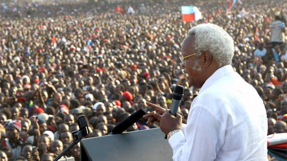 """Former Tanzania""""s Prime Minister and main opposition party CHADEMA presidential candidate Edward Lowassa addresses a campaign rally at the Rwanda-Nzovwe grounds in Mbeya city, in the Southern Highlands in Tanzania, October 18, 2015"""