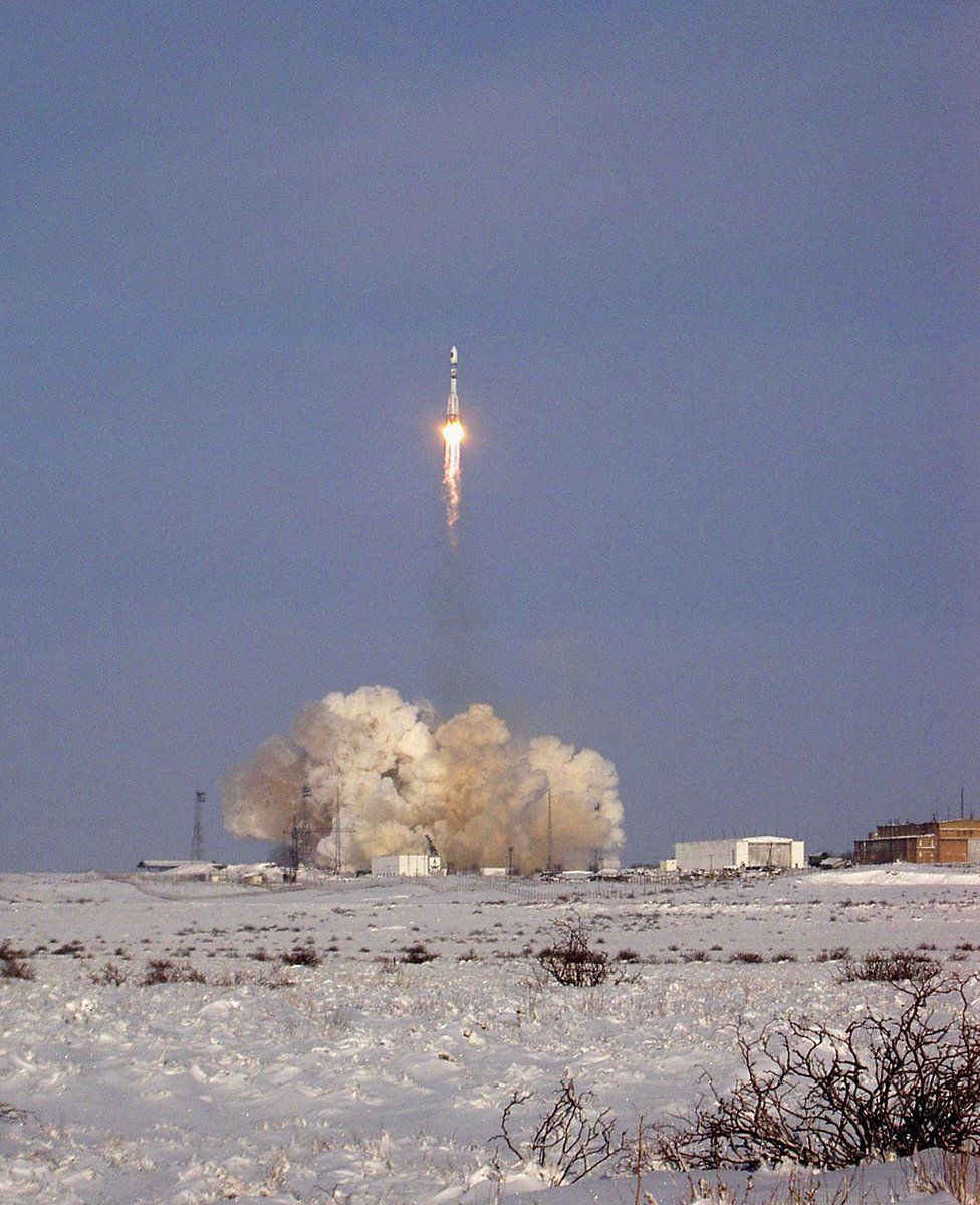 A Russian Soyuz rocket carrying the Giove-A satellite blasts off in Baikonur, Kazakhstan on December 28, 2005