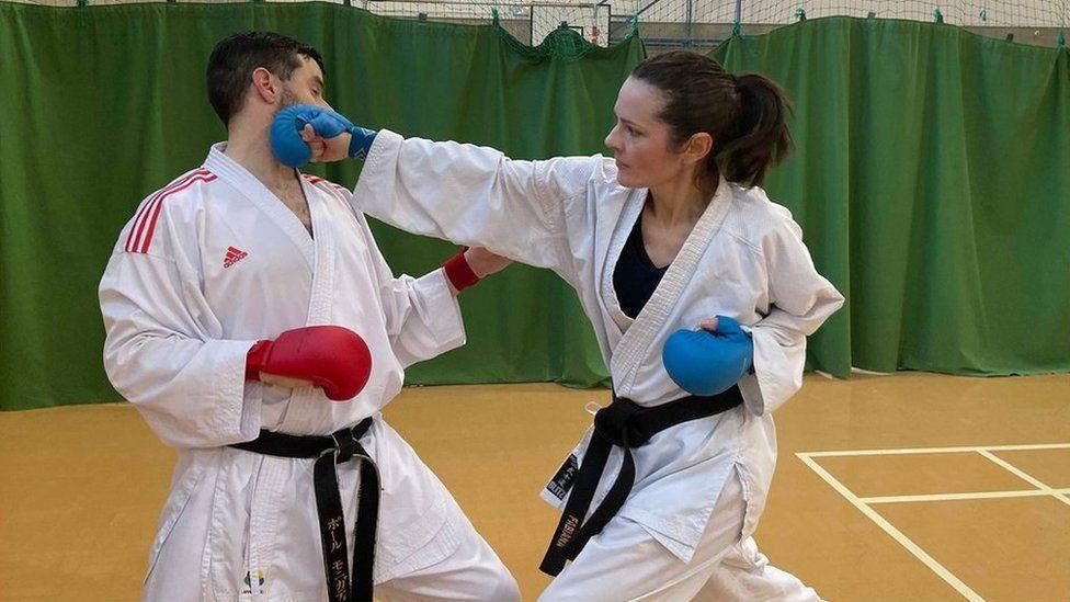 Paul Monigatti fighting Fabiana Turelli Thume