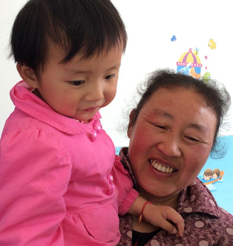 Liu Siqi with her grandmother Chen Huafen
