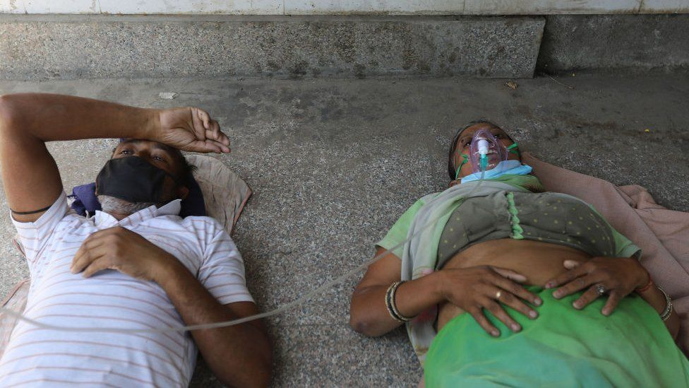 India Covid: Patients dying without oxygen amid Delhi surge thumbnail