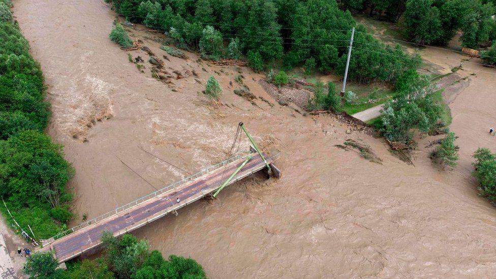 разрушенный мост через Черный Черемыш возле села Криворивня