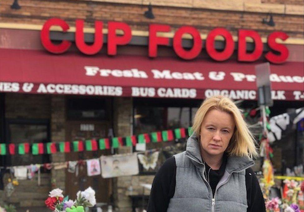 Maxine Hughes tu allan i Cup Foods