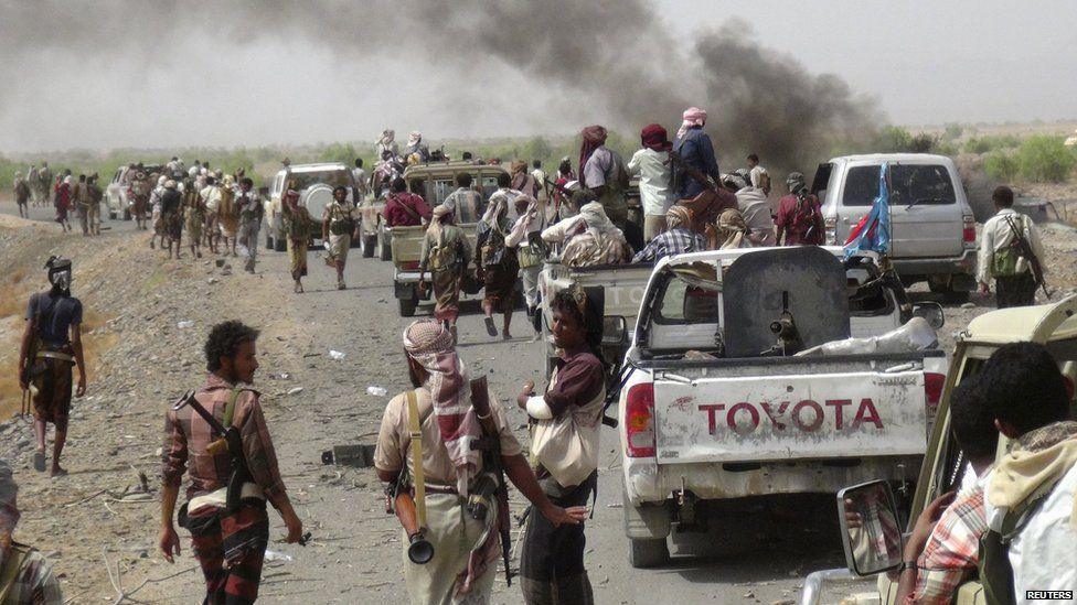 Pro-Hadi forces on the road to the airbase