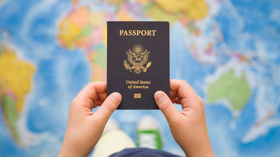El millonario negocio de la compraventa de pasaportes legales (y el país cuyo presupuesto depende de esta actividad)