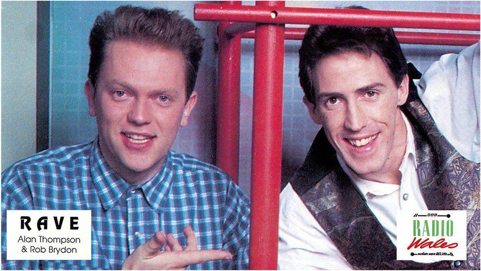 Rob Brydon (gydag Alan Thompson) ar ddechrau ei yrfa ar rhaglen 'Rave' ar BBC Radio Wales // Rob Brydon cuts his teeth presenting 'Rave' on BBC Radio Wales with Alan Thompson