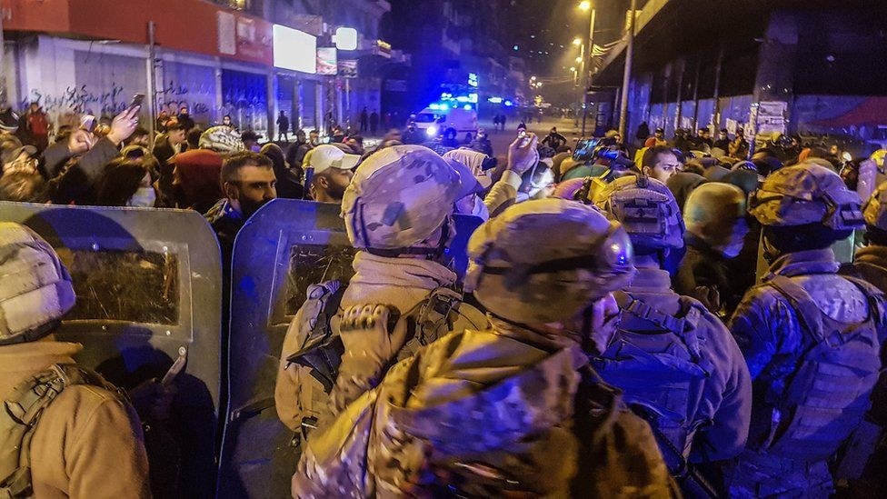 Lebanese army soldiers stand in front of protesters in Tripoli, Lebanon (27 January 2021)