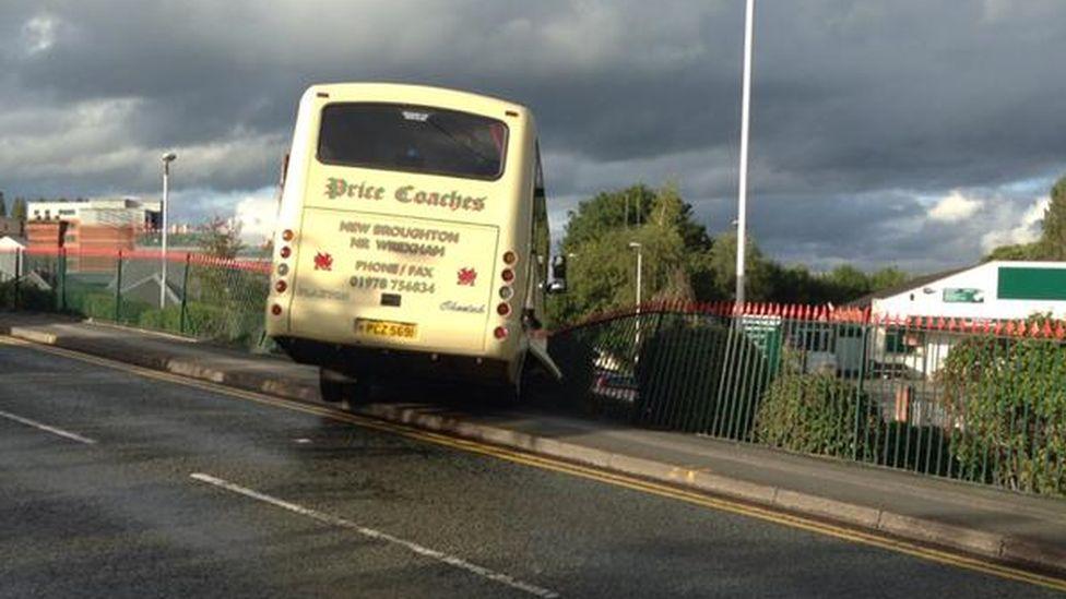 Coach crash in Wreham