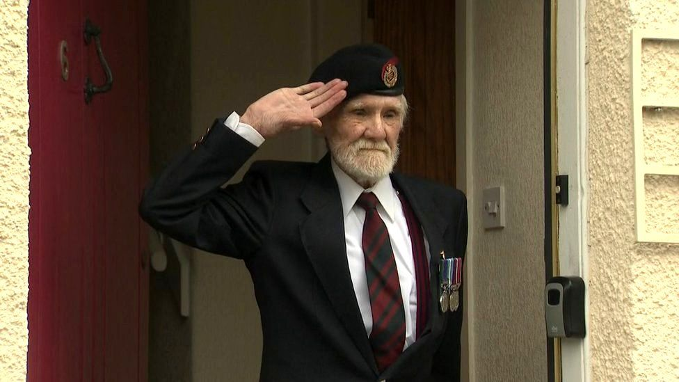 Ex-serviceman in two minute silence