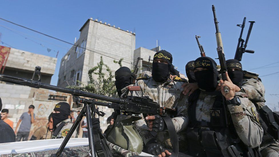 Palestinian Islamic Jihad militants ride in a pick-up truck during a funeral in southern Gaza (14 November 2019)