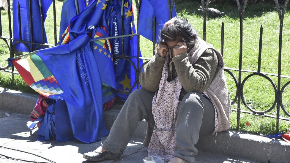 A woman reacts in dejection after the decision of the International Court of Justice regarding Bolivia's maritime claim against Chile in La Paz on October 1, 2018.