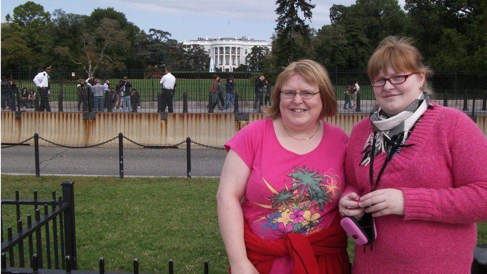 Lauren and her mum in Washington