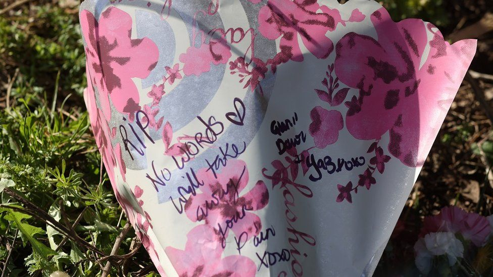 signatures on flowers