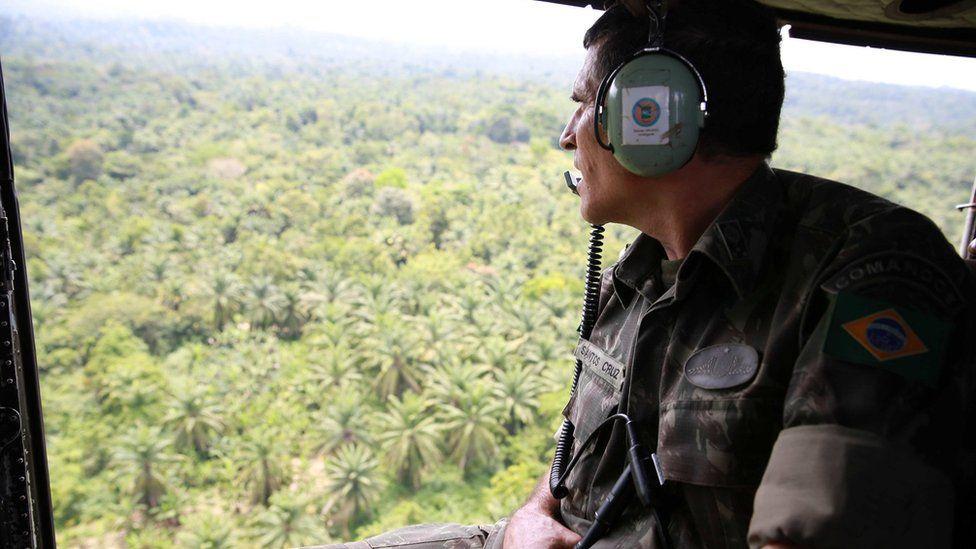 Santos Cruz, o general em missão de paz que sobreviveu a tiroteios no front e nas redes