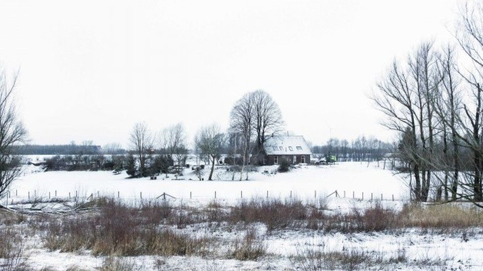 Fields covered in snow near Nijmegen, in the east of the Netherlands (13 January 2017)