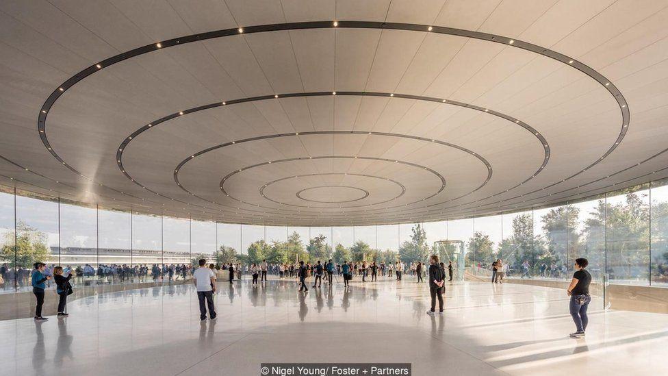 El vestíbulo del Teatro Steve Jobs Foto: Nigel Young/ Foster+Partners