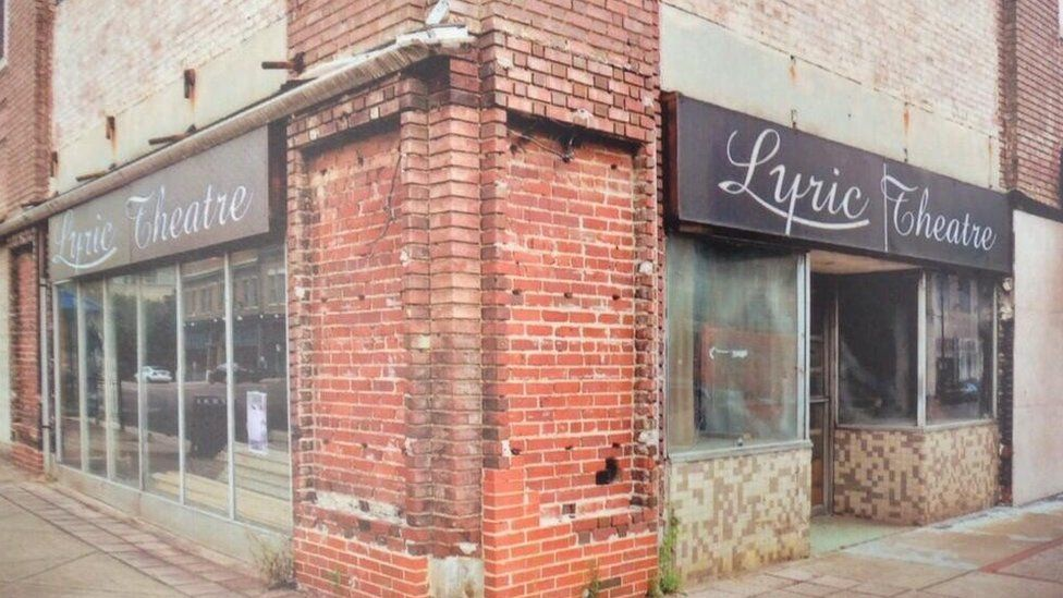 The outside of the Lyric, a theatre in Birmingham, Alabama, before it was extensively renovated; it looks like a plain shopfront
