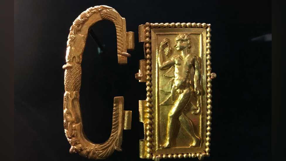 Romano-British gold belt buckle