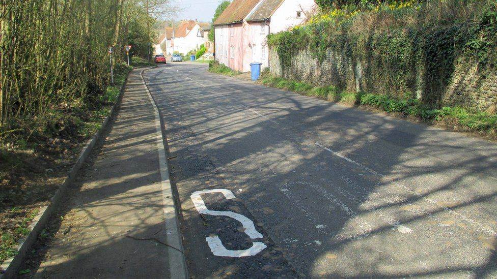 The S on the road in Boxford